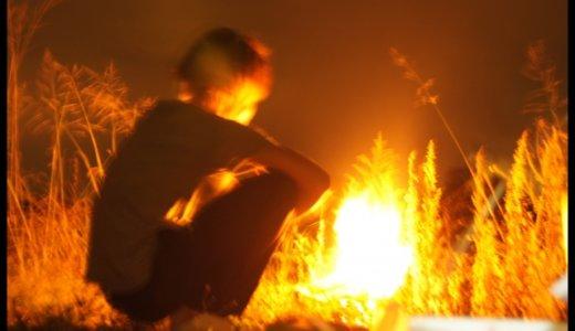 『白糠町放火殺人』宮垣朗。ビール片手にろれつまわらず「カメラ止めろ」。火事を眺めている顔には火傷の跡