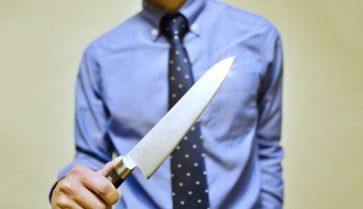 韮崎市の駐車場で福島幹雄(40)が10代後半の女性の首をナイフで刺す。別れ話のもつれか。SNSは不明