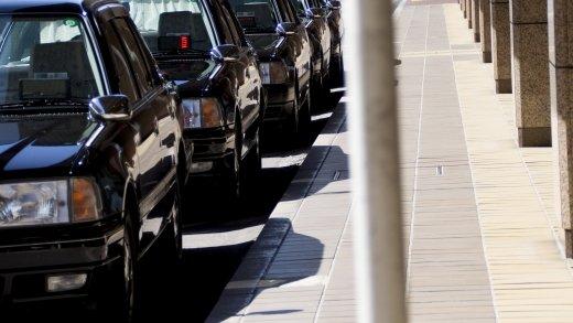 【アルコール依存症】タクシー運転手・菅原達也(59)勤務中に飲酒運転で事故・現行犯逮捕。