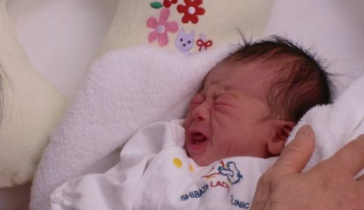 『代理ミュンヒハウゼン症候群』の疑い?生後2か月の長男の口に誰かの血液を含ませる。23歳の母親逮捕。