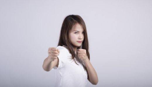 同志社大学に通う中国籍の「梁競心」(26)。日本人の22歳の女子学生に大学院進学の資料を作らせ「完成度が低い」と逆ギレ。殴る蹴るの暴行のうえ首元に熱湯をかける。Facebookと顔画像は?