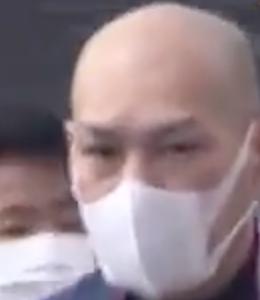 横山秀行(47)ハゲにロン毛で女装して女子トイレに入り18歳の少女にわいせつ行為。5年前には落書き事件で逮捕され笑顔で手を振る。5年前といまの顔を比較