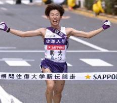 箱根駅伝の駒大優勝の立役者・石川拓慎(21)が逮捕。最終10区の逆転劇のヒーローが。輝かしい成績と逮捕経緯は