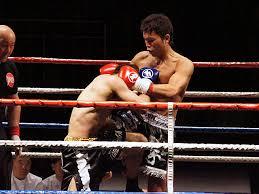 首相撲からの膝蹴り